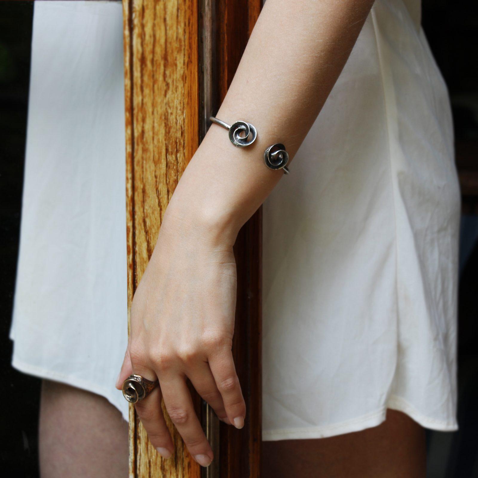 bracciale rigido vortici in argento icudal